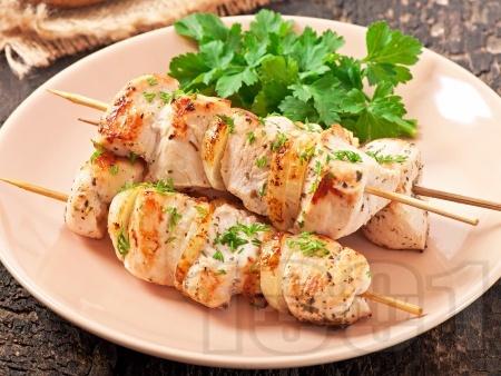 Диетични мариновани шишчета от пилешки гърди - снимка на рецептата